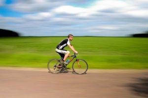 cyklist på racercykel
